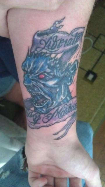 Фото дьявола на руке