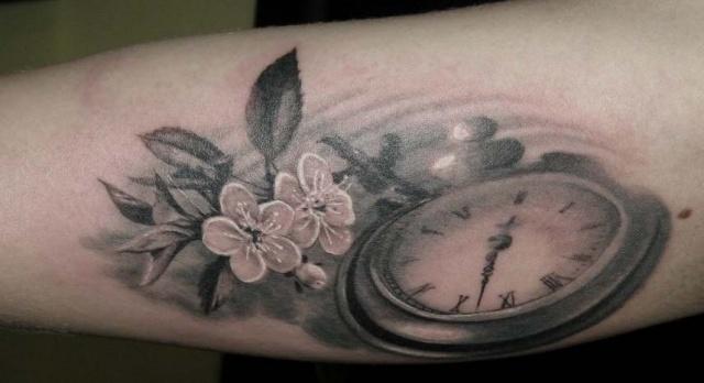 Фото татуировок цветка и часов