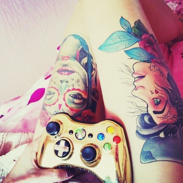 Девушки в татуировках на ногах (1)
