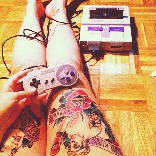 Девушки в татуировках на ногах (3)