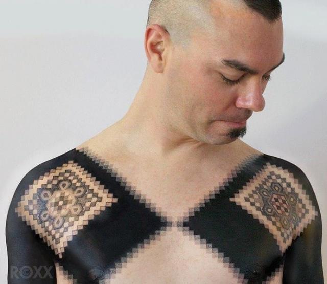 Блэкворк тату на груди 10