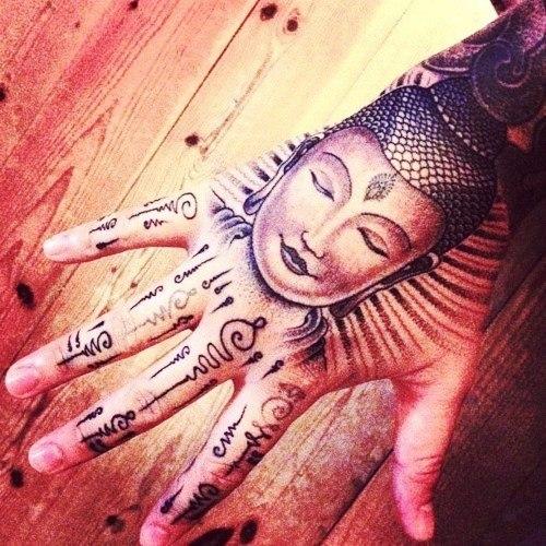 Татуировки: Великий Будда на руке