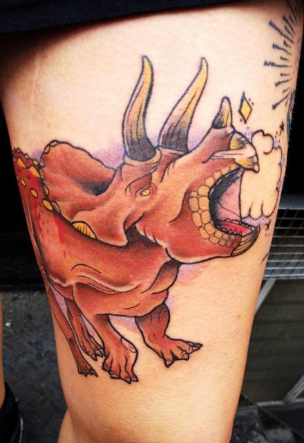 Татуировки динозавры на ногах