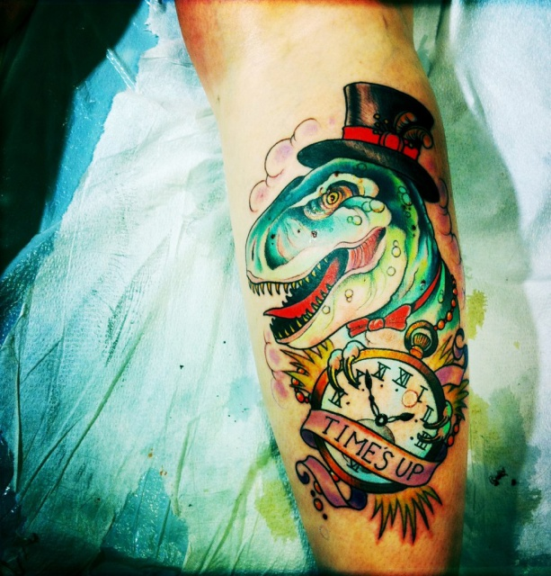 Татуировки динозавры на ноге