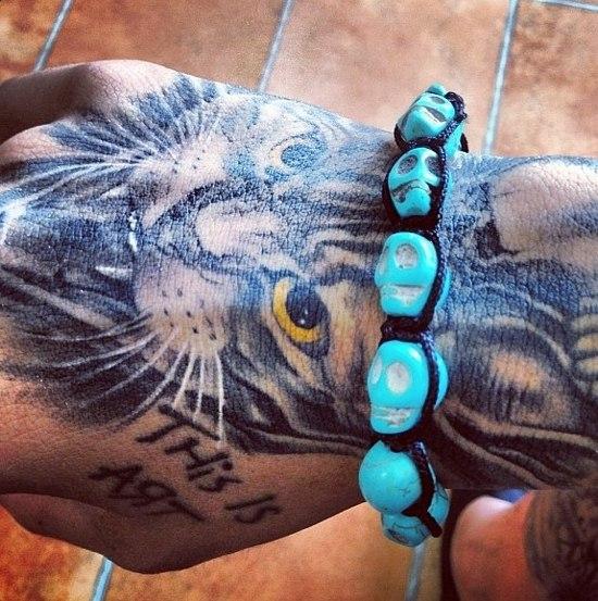 Татуировки на кистях рук 6 фото