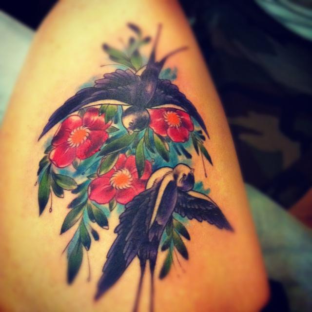 татуировка ласточки на ноге (7)