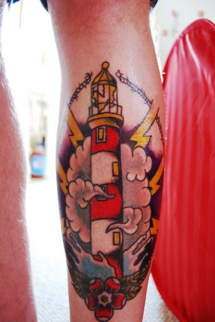 Татуировка-маяк на всю ногу