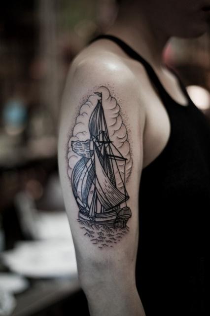 Татуировки кораблей на руке (6)