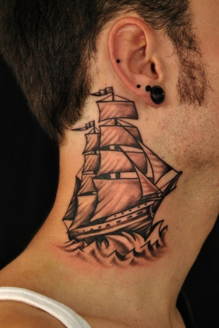 Татуировки кораблей на голове