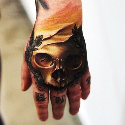 Татуировки черепов на кулаке