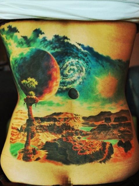 Татуировки космоса на спине