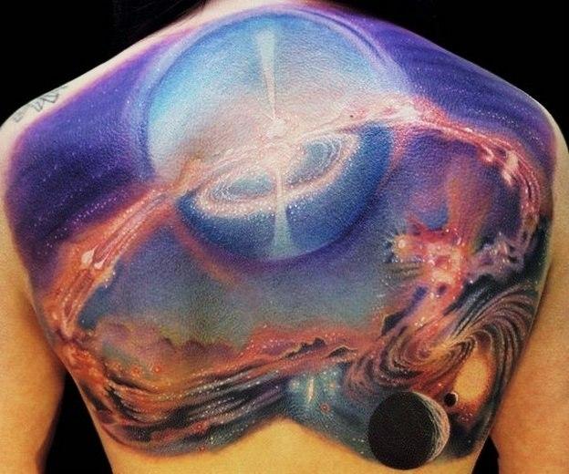 Татуировки космоса цветная на спине