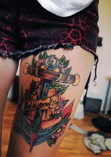Татуировки якорь на ноге