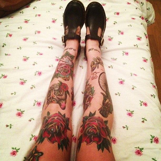 Женские татуированные ноги (2)