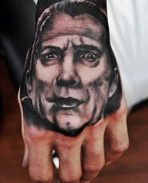Тату портреты на кулаках (4)