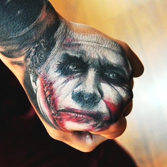 Тату портреты на кулаках (1)