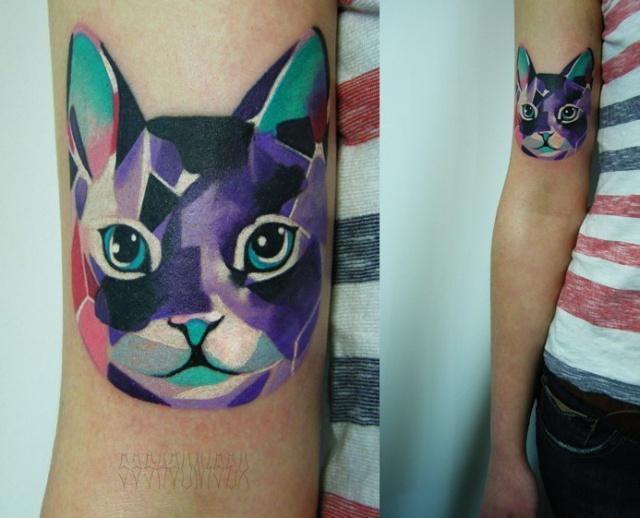 кот татуировка рука