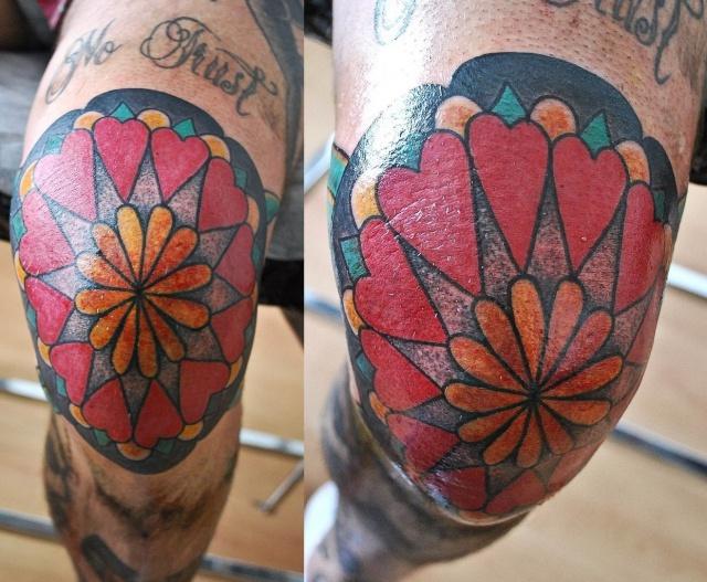татуировка колено нога
