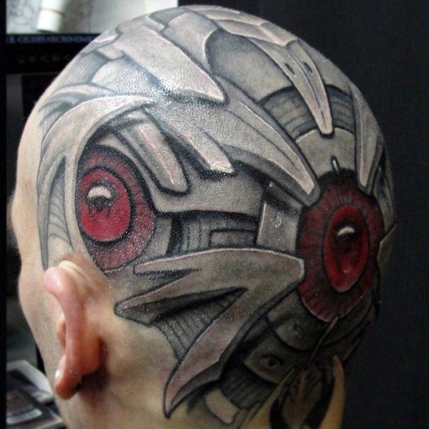 На голове биомеханика голова