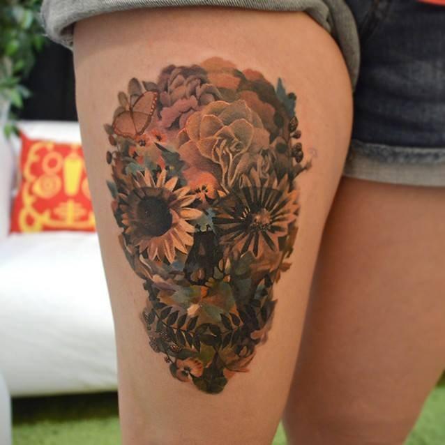 череп нога татуировка
