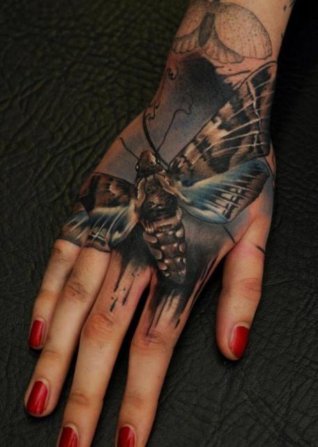 насекомое тату рука