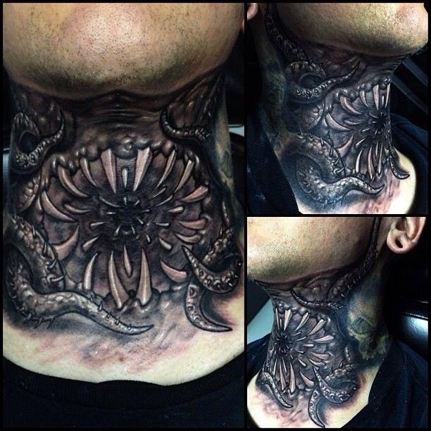 фото татуировки монстра на шее