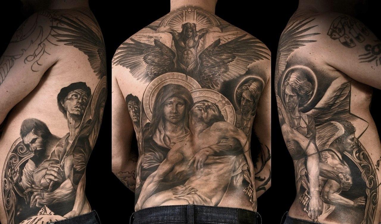 Религиозная татуировка на спине