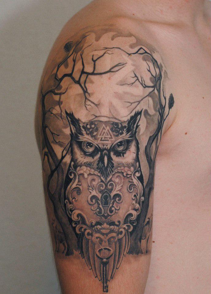 Фотография татуировки совы на руке