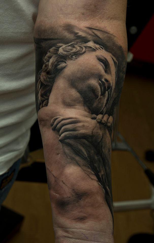 фото татуировки скульптуры на руке
