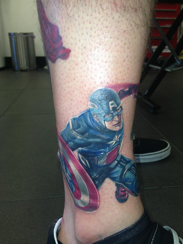 фото татуировки капитана америки на ноге