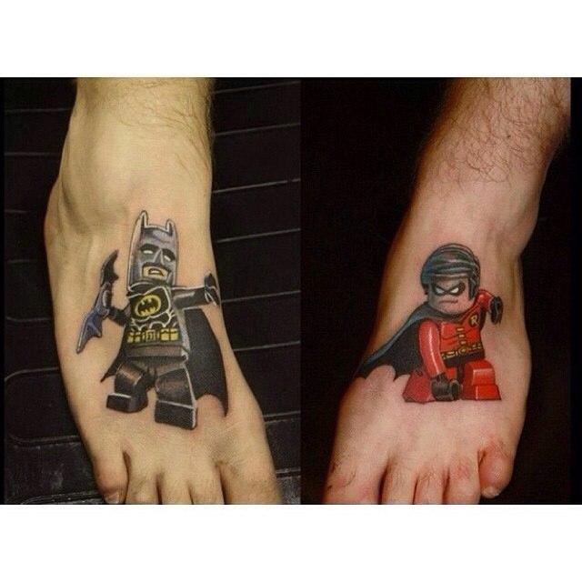 фото татуировки лего на ногах