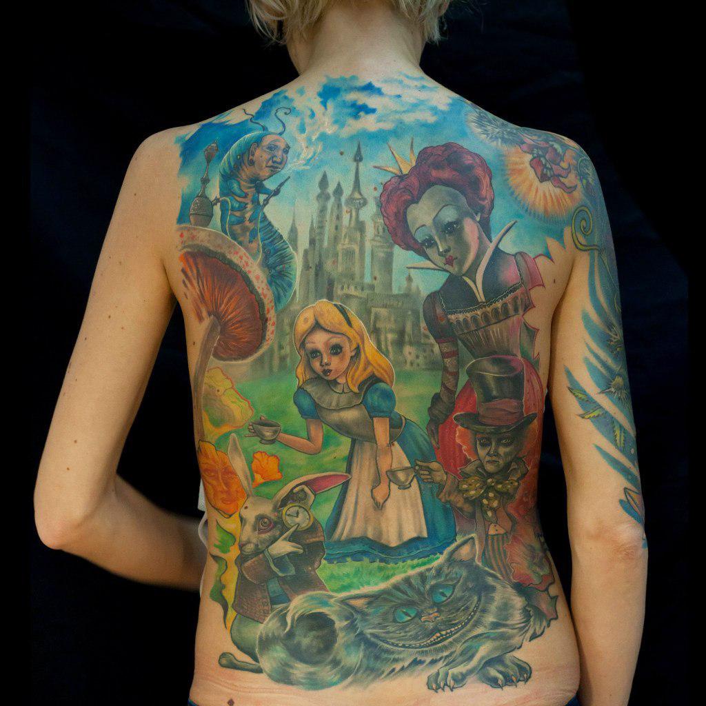 "фото татуировки фрагмента фильма ""Алиса в стране чудес"""