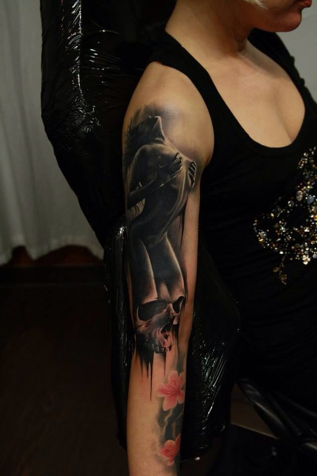фото татуировки девушки на правой руке