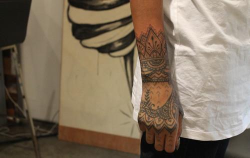 фото татуировки на руке Рианны (6)