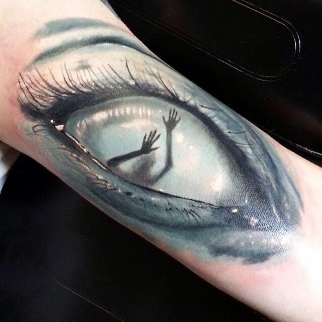 фото татуировки глаз девушки женщины с руками