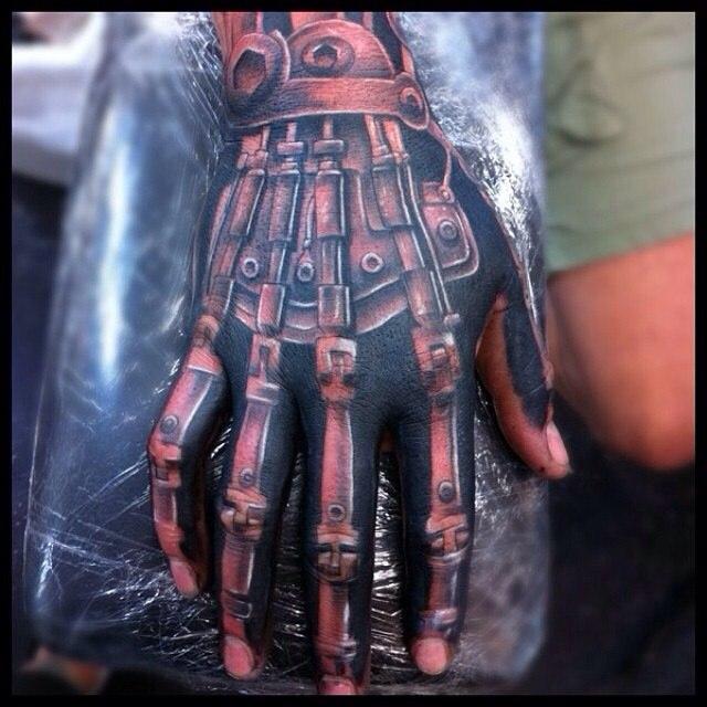 фото татуировки биомеханика робот